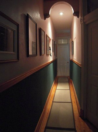 McGill Inn B&B: Hallway (2nd floor)