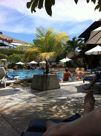 Grand Istana Rama Hotel Bali : Poolside