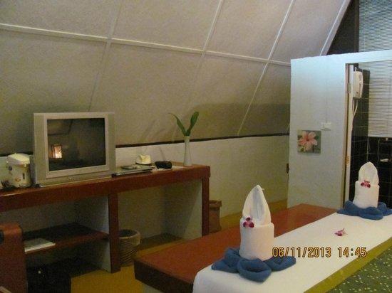 Milky Bay Resort: E1 chalet