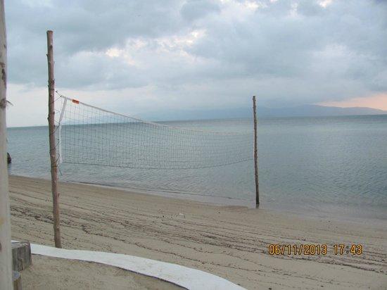 Milky Bay Resort: Beach Volley ball anyone