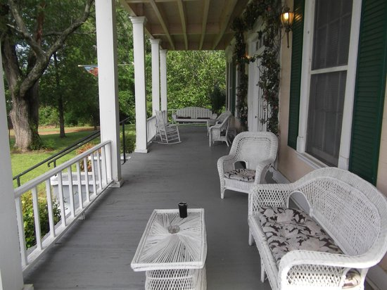 Keegan Cook House Bed and Breakfast: Front Porch