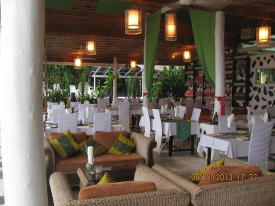 Milky Bay Resort: Dining area