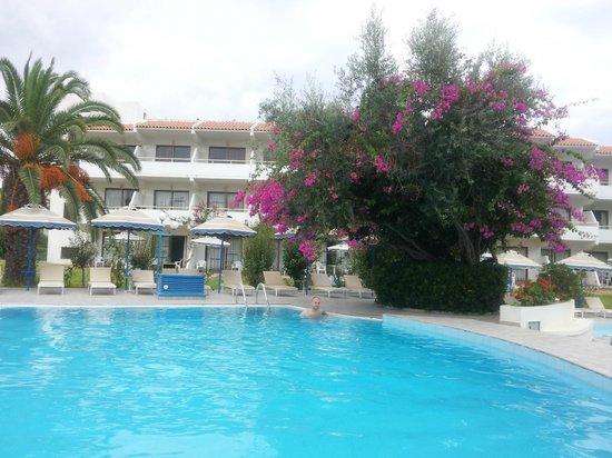 Filerimos Village Hotel : Бассейн