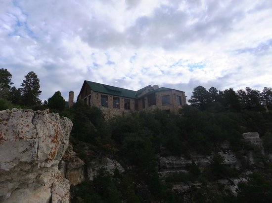 Grand Canyon Lodge - North Rim : Lobby and restaurant building.