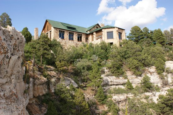 Grand Canyon Lodge - North Rim: Breathtaking location (restaurant and lobby building).