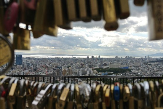 Venus Bridge : take a lock for you and your sweetheart