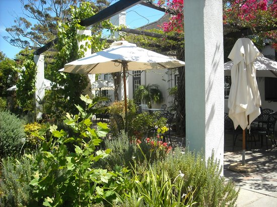 Albourne Boutique Guest House : Veranda for breakfast