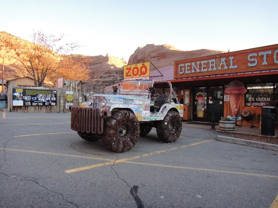 Hole 'N the Rock: Jeep Made of Recycled Metal