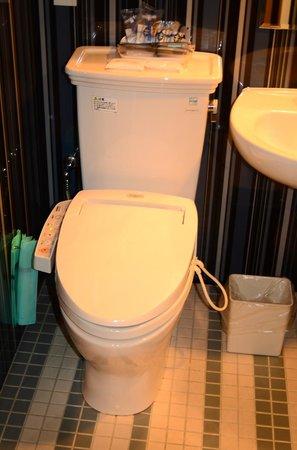 Hotel Monterey Hanzomon : Japanese toilet