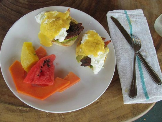 Mamasa: Jalapeno infused Eggs Benedict! 5 stars!