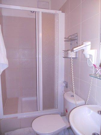 Bily Lev: Довольно чистый душ, видимо ремонт был недавно