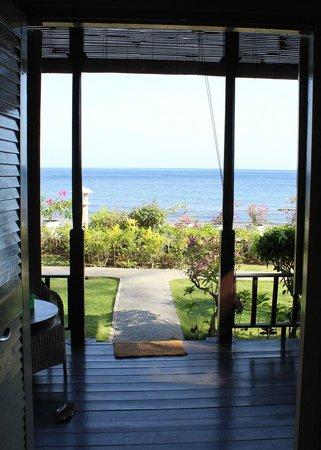 Kembali Beach Bungalows: Beachfront room
