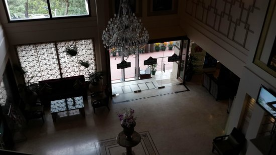 Country Inn & Suites by Carlson Mussoorie: Lobby