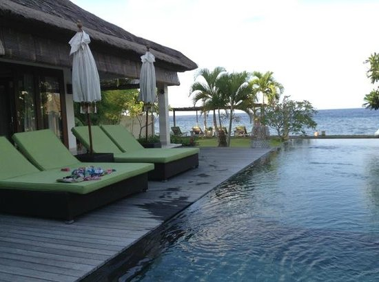 Villa Disana & Spa: PLENTY of lounge chairs for the guests