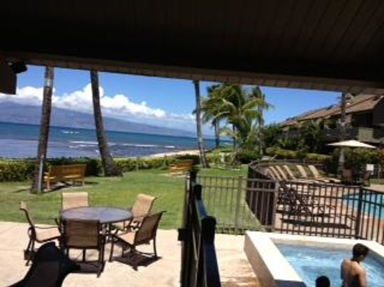 Kahana Village: swimming pool and jacuzi