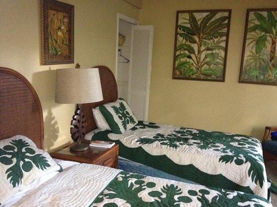 Kahana Village: room