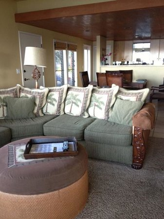 Kahana Village: living room
