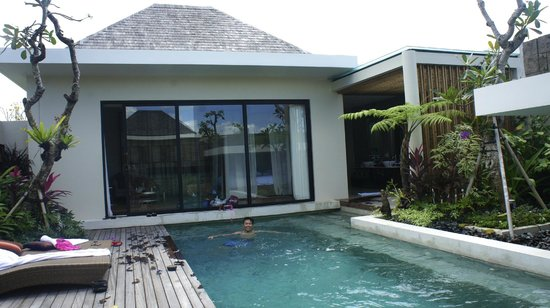 Berry Amour Romantic Villas: Day View of the room from the villa pool