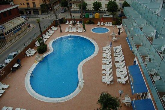 Hotel Mar Blau: Вид из номера на бассейн