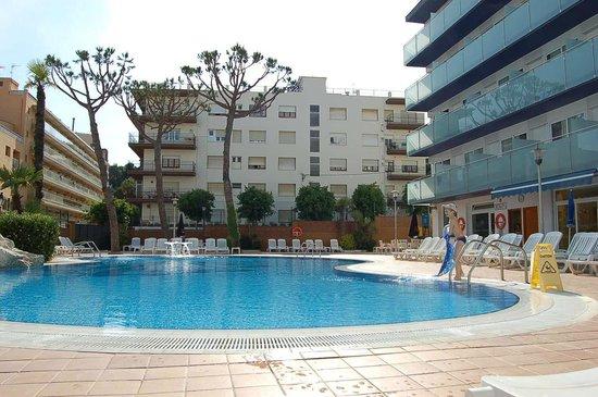 Hotel Mar Blau: Бассейн