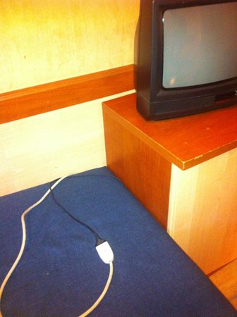 Hotel Centro Turistico Gardesano: cavo elettrico TV. Incredibile vero?