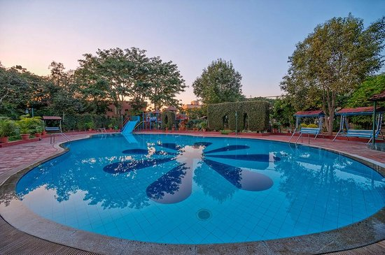 Shraddha Inn: Swimming Pool