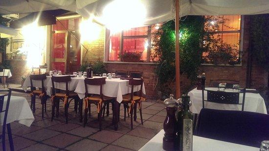 Piccola Trattoria Guastini: Guastini - outside