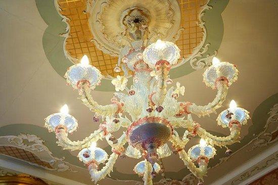 Lampadario Antico Murano : Lampadario di murano in camera bild von hotel antico doge
