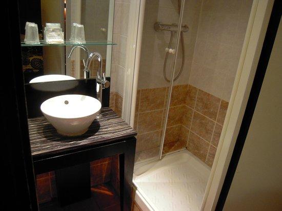 Hotel Andrea: Bathroom