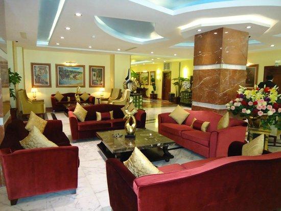 Hotel Oasis : le salon d'accueil a la reception
