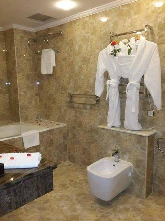 salle de bains - Photo de Hotel Oasis, Alger - TripAdvisor