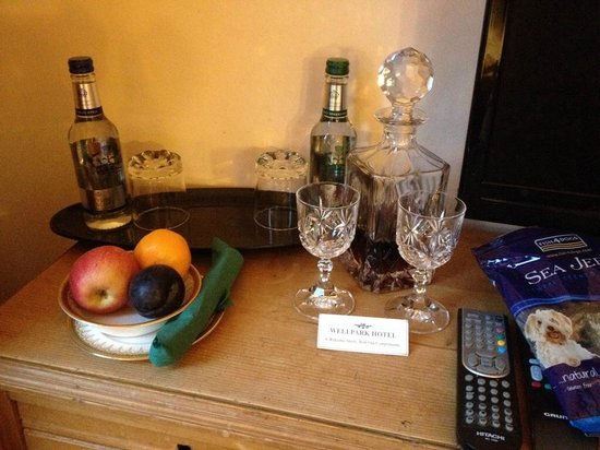 Wellpark Hotel: Complimentary tipple waiting in our bedroom. Perfect for the weary traveller.