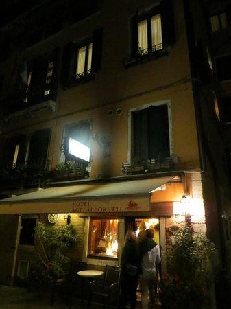 Hotel Agli Alboretti: Agli Alboretti at night