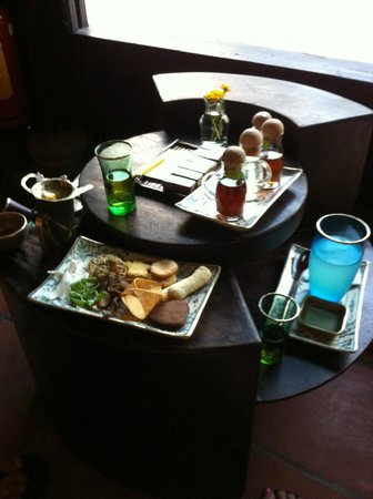 Reaching Out Tea House: our drinks and treats