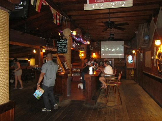 Skipjack's Seafood Grill, Bar & Fish Market : Bar