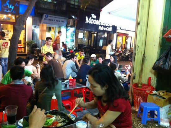 Bo Nuong Xuan Xuan: looking out from inside the restaurant