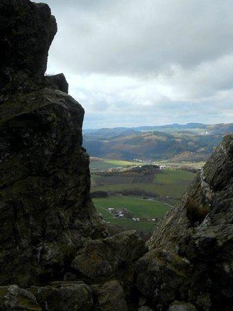 Scninkenwirt Waldhotel: Blick durch den Bruchhauser Felsen