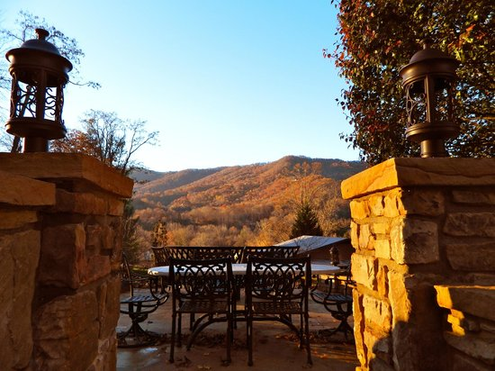Andon-Reid Inn Bed and Breakfast: View of the mountain from the firepit