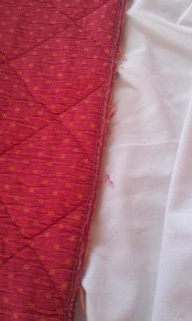 La Cremaillere: couvre-lit largement élimé