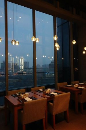 Oasia Hotel Novena, Singapore by Far East Hospitality: Early morning at the Executive Lounge