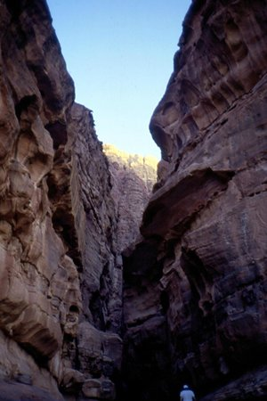 Jebel Khazali: canyon