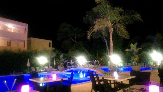 Hotel JS Alcudi-Mar: Bar terraza, con espectáculo todas las noches