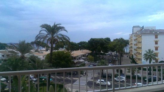 Hotel JS Alcudi-Mar: Vista al mar de la habitacion