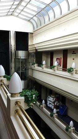 Silken Hotel Ciudad de Vitoria: Pasillo