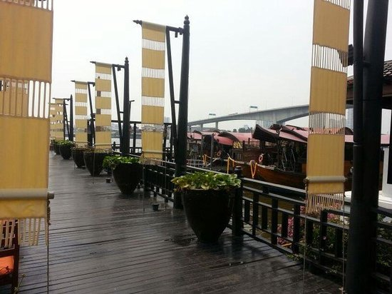 Anantara Riverside Bangkok Resort: Quai