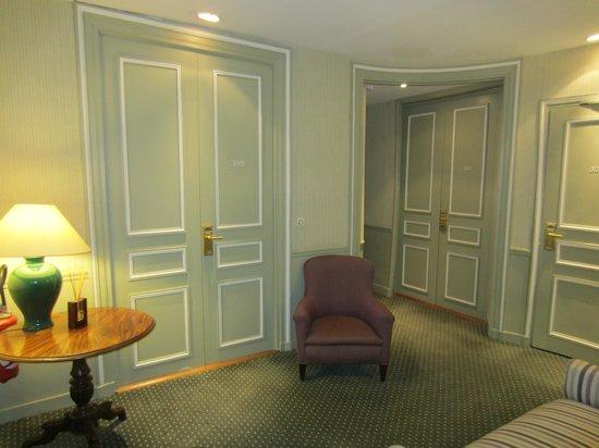 Hotel Mansart - Esprit de France : entrada a las habitaciones