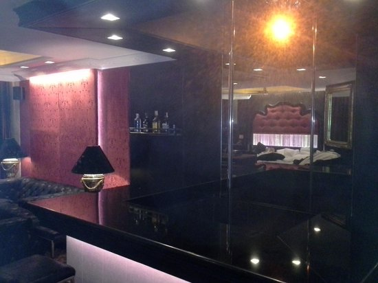 Angeles Beach Club Hotel: Bar/ Entertainment and lit floor dancer area inside room