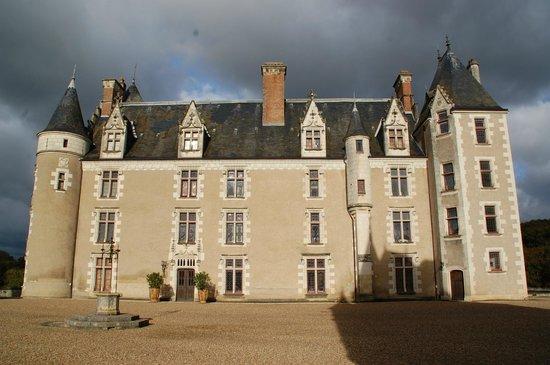 Château de Montpoupon : De face