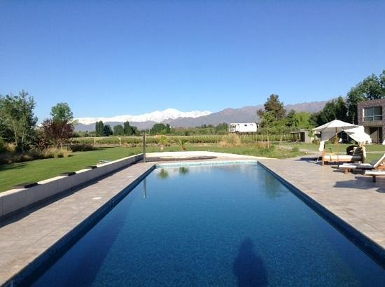 Entre Cielos: A view of the pool and beautiful scenery