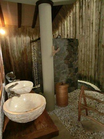 Le Domaine de L'Orangeraie: Ванная